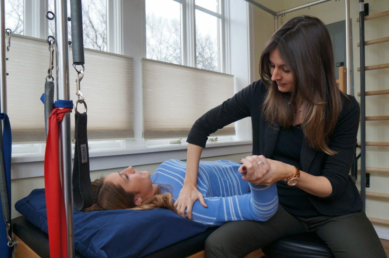 Moussia Fitting a Custom Splint on Patient