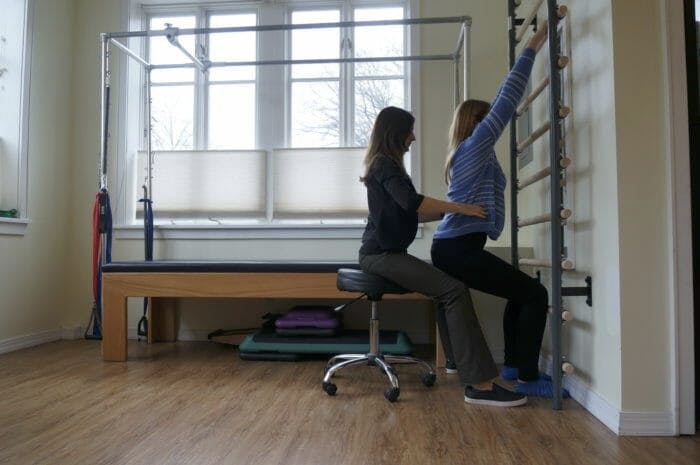 Kristin Romeo, DPT Treating Patient with Schroth Exercise 1 | Park Sports Physical Therapy