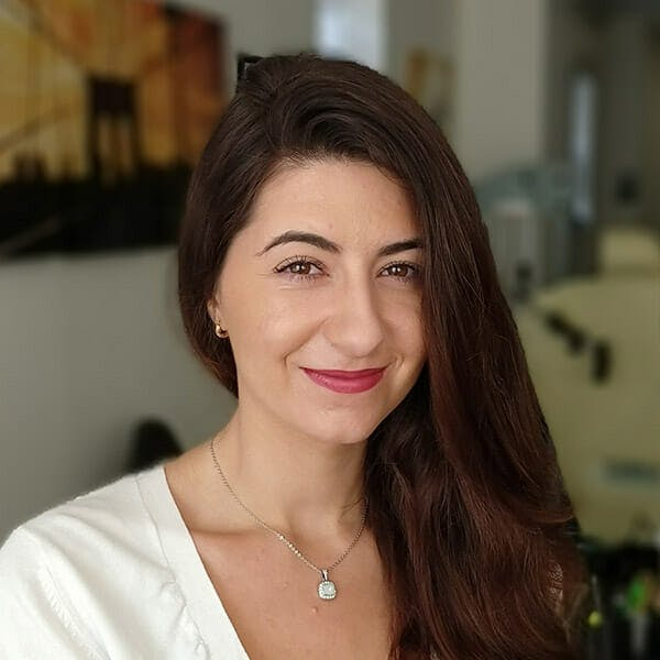 Samantha Napolitano, Front Desk Receptionist