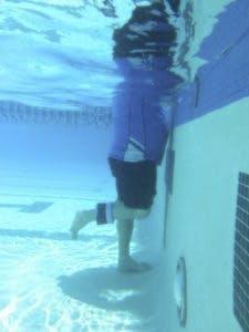 knee flexion underwater